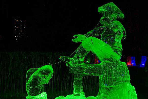 哈尔滨兆麟公园梦幻般的冰雕艺术世界