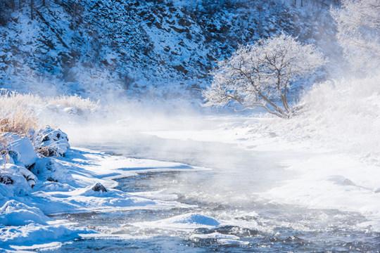内蒙古神奇不冻河 气温低至-35℃仍在流淌