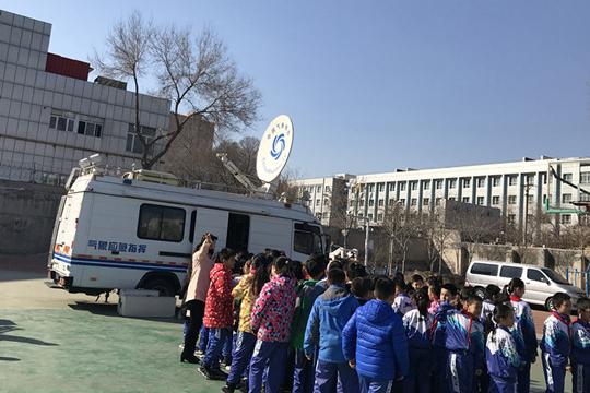 新疆多地开展3.23气象日科普宣传活动