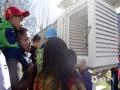 世界气象日活动现场人山人海,气象观测场的百叶箱依然吸引了不少公众。(拍摄:刘珺)