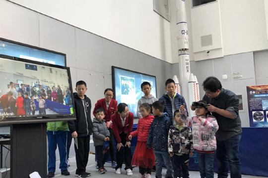 中国气象局气象日科普活动 参观者络绎不绝