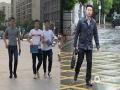 8日湖北武汉最高气温达33.4℃,恍如夏日。而9日,武汉天气却大变脸,出现了雷雨、大风以及强对流天气。9日15时气温仅有10.2℃,气温狂降23℃多!图为武汉光谷两天内人们的不同穿着。(李梦蓉 付郁 范进进/图)