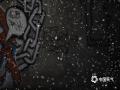 """昨天(9日)北京郊区刚刚出现了一场四月飞雪,今天,北京城区也迎来了飞""""雪""""——杨絮。冷空气过后,北京天气转晴,气温迅速回升,给杨絮的爆发提供了有利条件。未来京城将进入飞絮高发期,提醒敏感人群出门做好防护工作。图为北京市海淀区中央民族大学附近,杨絮纷纷,犹如飞""""雪""""。(王晓 摄)"""