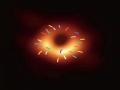 人类首张黑洞照片,?#26412;?#26102;间4月10日晚在全球多地同步发布。事件视界望远镜(EHT)宣布,已成功获得超大黑洞的第一个直接视觉证据,该黑洞图像揭示了室女座星系团中超大质量星系M87中心的黑洞,它距离地球5500万光年,质量为太阳的65亿倍。黑洞照片一出,网友们便开始了一场PS大赛,只能说,这届网友的脑洞太大了!图片来源于网络,具体见水印。