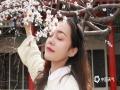 都说美人如花,在这春花烂漫的季节,美女们踏青赏花,与花争艳。当美人遇到春花,或浪漫,或古典,或清新,或帅气……不论何种风格,都是一场视觉的享受。(摄影/卜钰 出镜/纳孜曼)