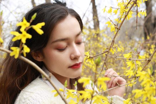 当美人遇�上春花 你更喜欢哪一个?