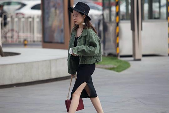 晴热下的北京街头 裙装美女闪亮登场