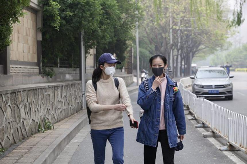 北京空气质量不佳 口罩成出行标配