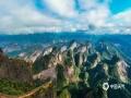3月,湖南邵阳迎来久违的阳光,新宁县崀山风景区八角寨上时而阳光万里,时而云雾缭绕,秀美的风景吸引了不少游客前往观赏。(图/申兴刚 文/杨科)