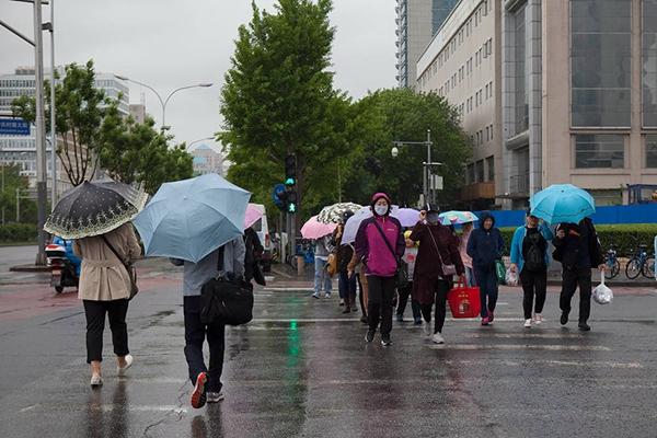 北京连日尘霾笼罩 及时雨清洗空气质量转优