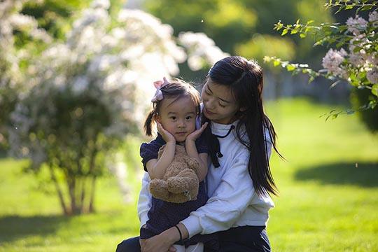 母亲节将至 用镜头记录美妈与萌娃的温馨瞬间