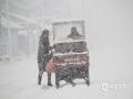 2018年10月23日,内蒙古呼伦贝尔根河满归镇,暴雪覆盖?#33487;?#20010;小镇。(拍摄者/包旭民)