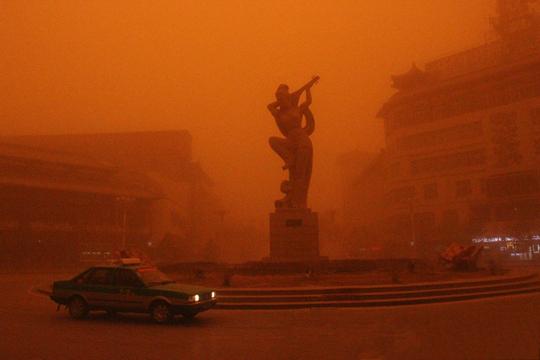灾难大片即视感!一组图展示沙尘暴来袭瞬间