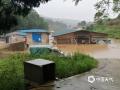中国钱柜娱乐777天气网讯 今日(17日)凌晨,贵州省玉屏县普降中到大雨,部分乡镇出现暴雨。最大降雨量出现在大龙76.8毫米,1小时最大雨强39.3毫米。此次暴雨过程造成朱家场镇大兴村大棚茶树育苗基地受灾,部分养殖场、大棚被淹。(图/文 何为)