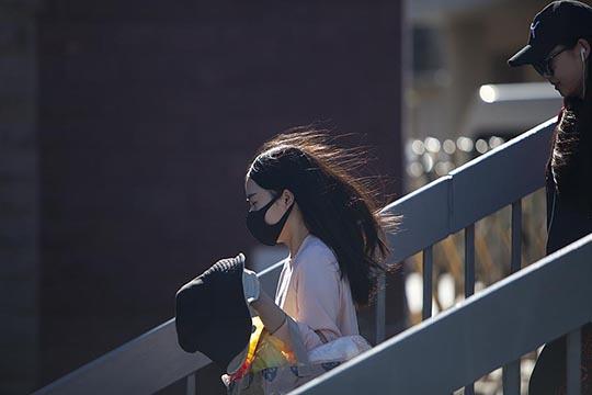 風繼續吹!  北京市民頂風出行開啟新一周