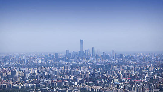 大风刮出?#26412;?#34013;! 香山远眺京城地标建筑