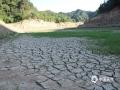 今年2月上旬至5月下旬,陕西省商南县降水异常偏少,累积降水量较历年同期偏少51.2%,由于干旱少雨以及世界杯手机投注网站持续偏高,致使商南县县河水库水位急剧下降,蓄水严重不足。为保障城市居民生活用水,商南县政府已启动应急供水预案,从其它水库取水补充城市供水不足,同时采取分区域、分时段供水,以保障城区居民的生活用水。(图/文 李锋波 阮丽萍)