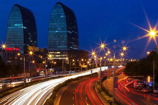 华灯初上 夜幕下的北京光影璀璨