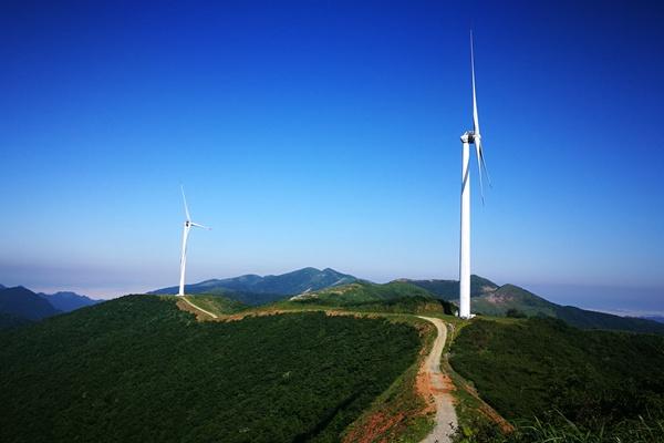 防雷一线 湖南娄底新化县气象人检测大熊山发电场