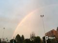 中国天气网讯 今天(17日),北京晚高峰开始出现全市性雷雨天气。降雨来的快,去的也快,雨过天晴,北京多地现彩虹。图/曹倩
