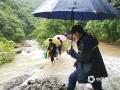 浙江入梅以来受持续强降雨影响,17日08时至21日08时,全省平均雨量84毫米,共有42个县(市、区)超过100毫米,其中长兴199毫米、桐庐192毫米、南浔177毫米。6月19日杭州桐庐多地出现不同程度的滑坡、落石、塌方、泥石流等灾害。图为强降雨导致河流水位猛涨。(图/浙江省气象安全技术中心)