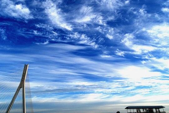 """颜值爆表!哈尔滨迎来蓝天白云""""水晶天"""""""