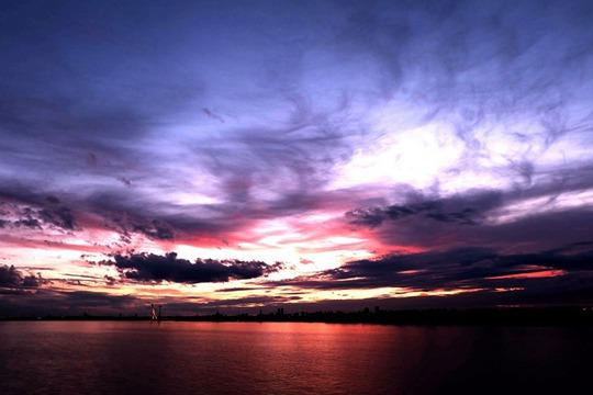 太阳岛惊现绚丽晚霞 天空变身调色板