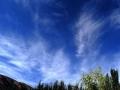 新疆阿合奇雨后天空放晴 蓝天白云美如画