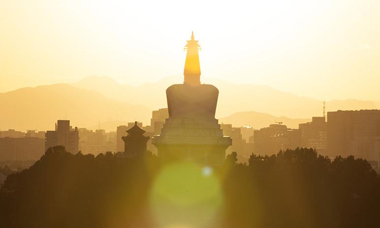 北京:夕照白塔 落日熔金
