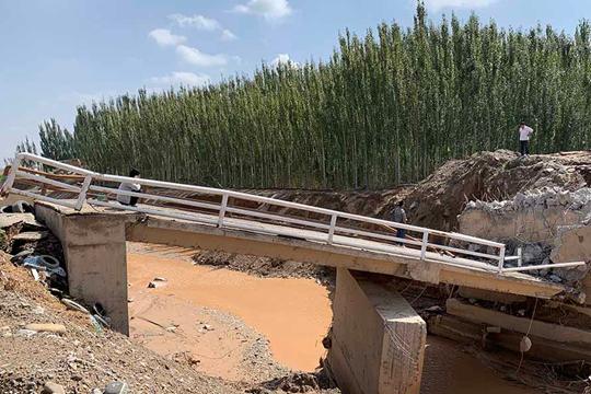 新疆克州遭遇短时强降水 多处现洪水