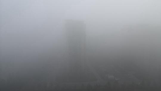 内蒙古鄂尔多斯大雾弥漫 最小能见度不足50米