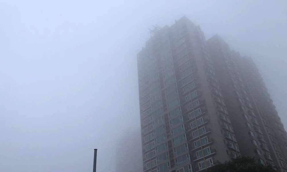 北京今晨大雾 局地能见度不足50米
