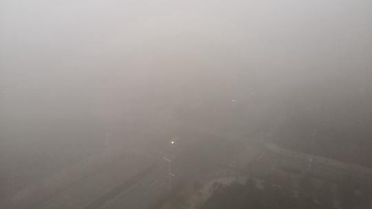 内蒙古鄂尔多斯雾气朦胧  能见度不足200米