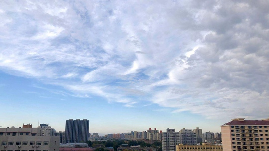 北京雨后云海变幻万千 空气质量重回优良