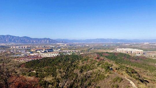 北京天空湛蓝清澈 远山可见