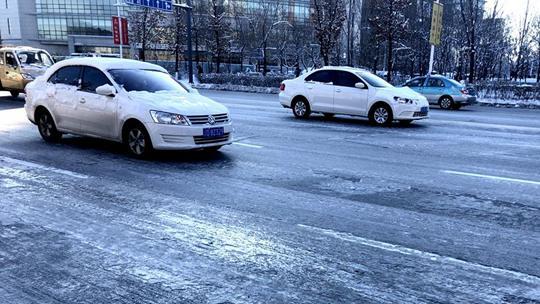 辽宁迎入冬来最大范围降雪交通受阻