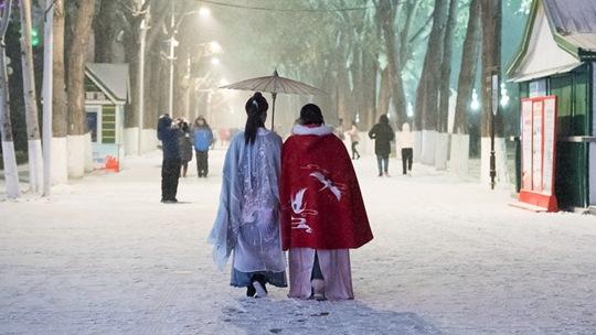"""冰雪下的城市 一组图体验东北""""雪生活"""""""