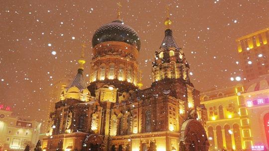 哈尔滨:雪中的索菲亚教堂美如童话世界