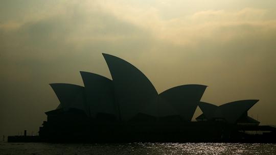 林火致南澳逾1万户断电 悉尼遭烟霾笼罩