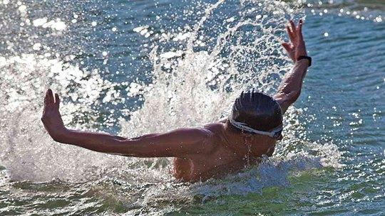 """3℃!?#26412;?#20908;泳人破冰""""蝶舞""""昆玉河"""