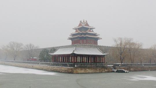 雪落京城 白色中的一抹古韵红