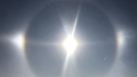 耀眼夺目 内蒙古锡林浩特出现日晕景观