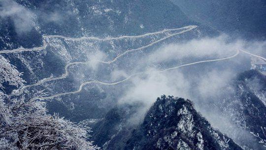 刷屏!陕西汉中龙头山雪景惹人醉