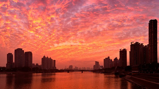 """福建福州:晚霞似火 """"烧红""""天际"""