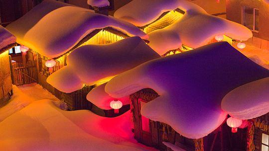 """走进雪乡 看雪制造的""""奶油蛋糕和姜饼屋"""""""