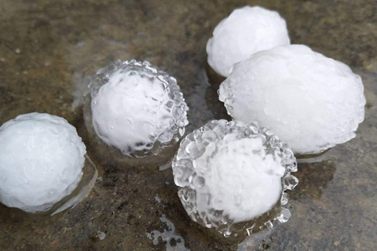 广西南宁等多地现2020年来首场冰雹