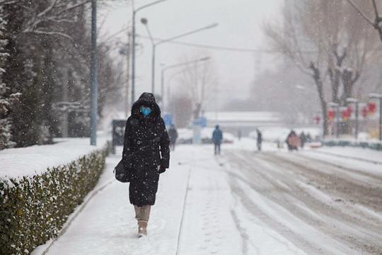 北京降雪持续超24小时 午后将逐渐结束