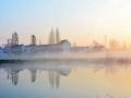 江苏无锡:晨雾笼罩静谧村庄 美如风景画