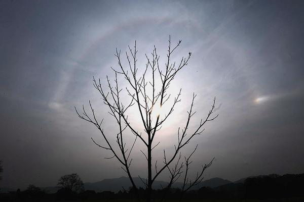 """惊!江西永新现""""三个太阳""""日晕天象自然奇观"""