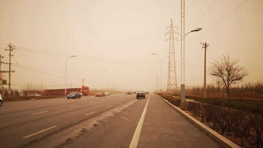 内蒙古遭遇沙尘 局部PM10浓度破4千